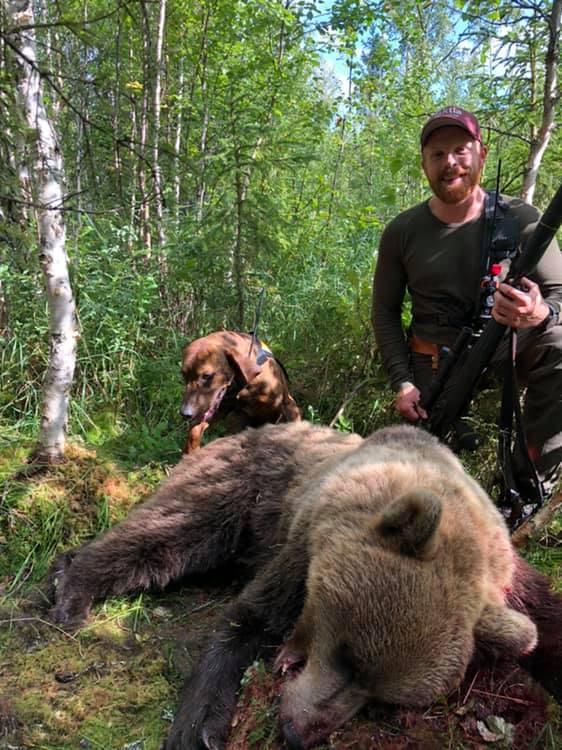 Rasmus med skjuten björn